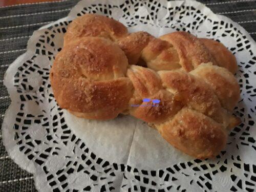 Treccine di brioche integrali senza burro