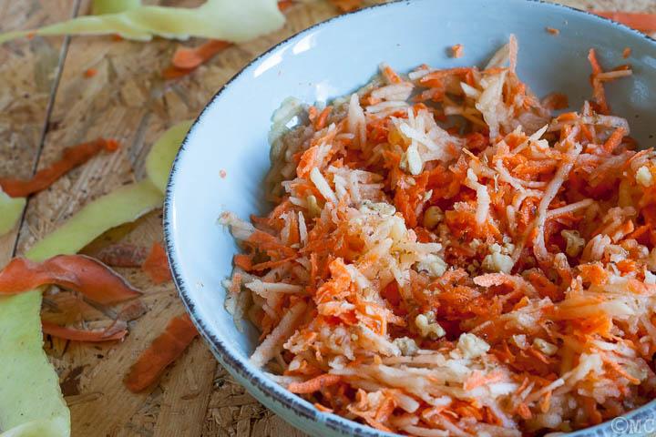 Insalata dolce con mela, carote e miele