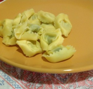 tortellini ricotta spinaci al sugo