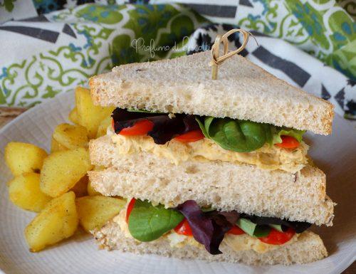 Sandwich vegetariano cremoso