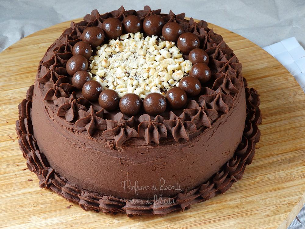 Torta farcita al cioccolato di rory gilmore serialfood for Torte di compleanno al cioccolato decorazioni