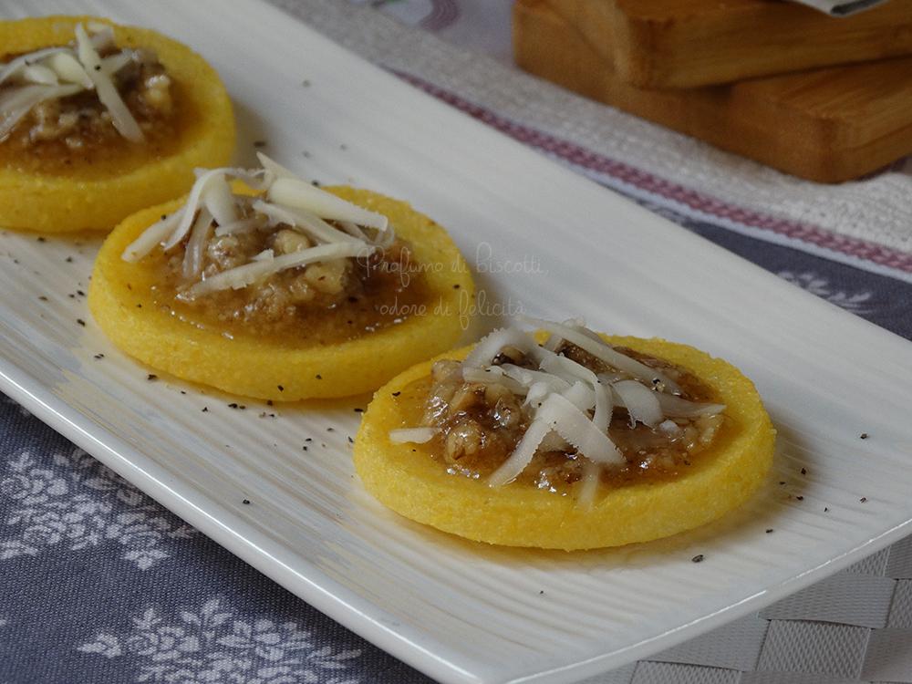 crostini di polenta alle noci
