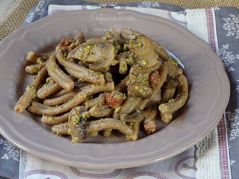 pasta funghi e pistacchio