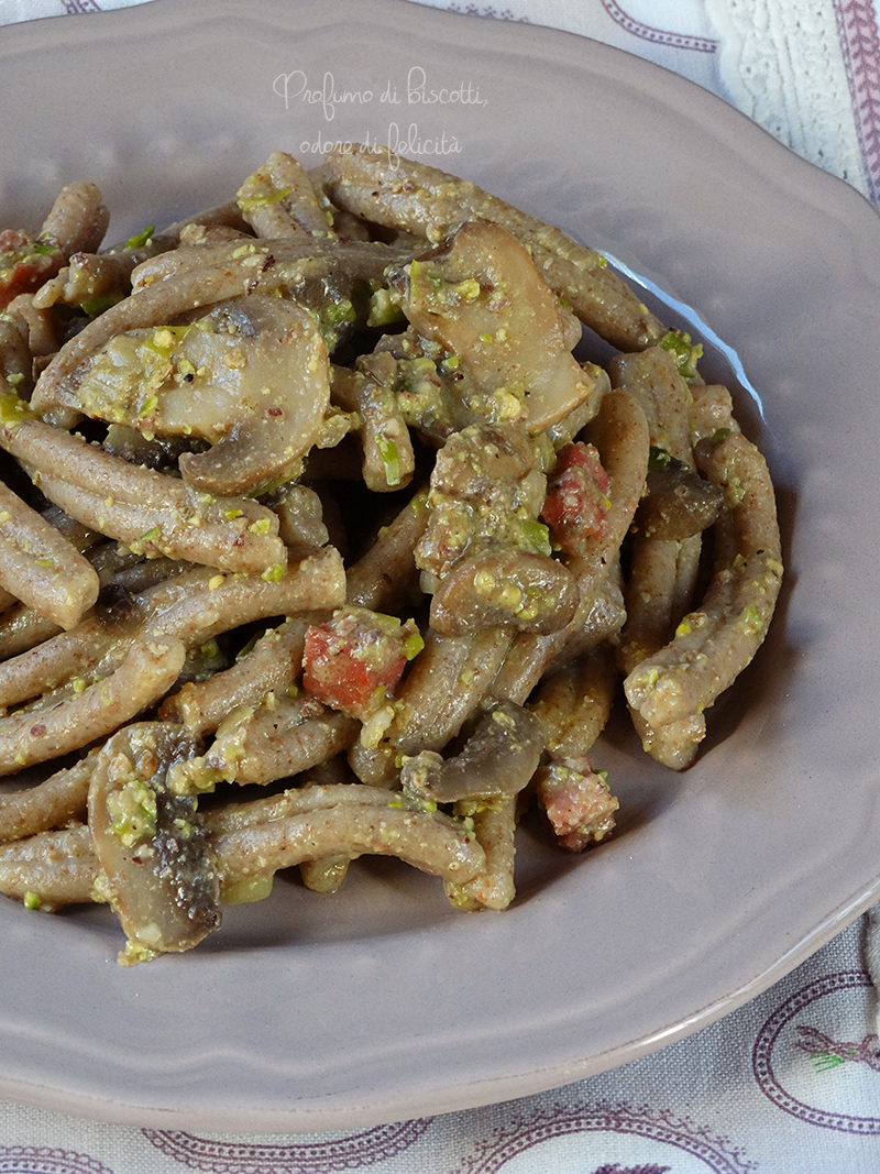 pasta integrale funghi e pistacchio