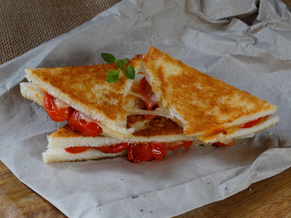 sandwich al salto con pomodorini