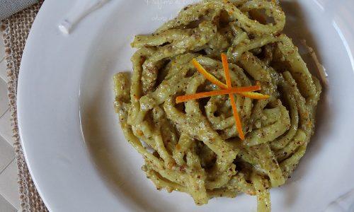 Pasta al pesto di pistacchi e arancia
