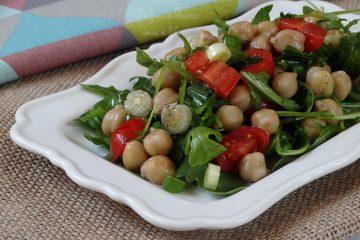 insalata di ceci con rucola e pomodorini