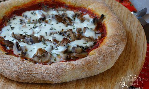 Pizza col bordo ripieno