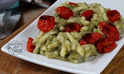 Pasta al pesto di fave e pomodorini