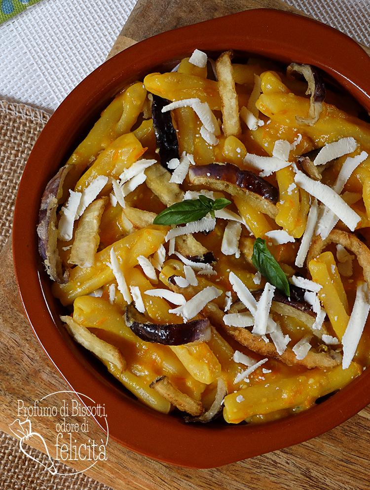 pasta con salsa di pomodorini gialli e melanzane