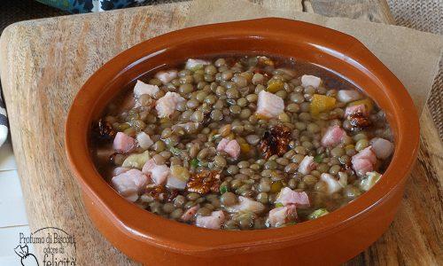 Lenticchie con pancetta e noci in zuppa