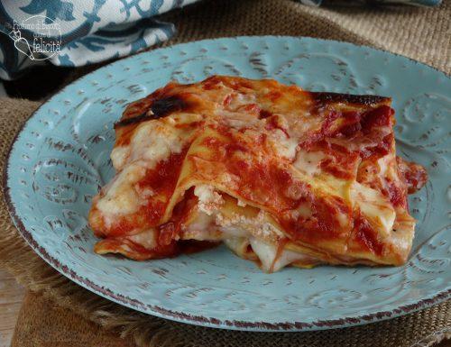 Lasagne rosse con salame e ricotta