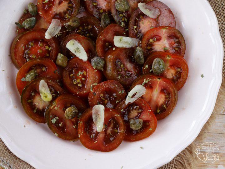 pomodori e capperi in insalata pomodoro camone