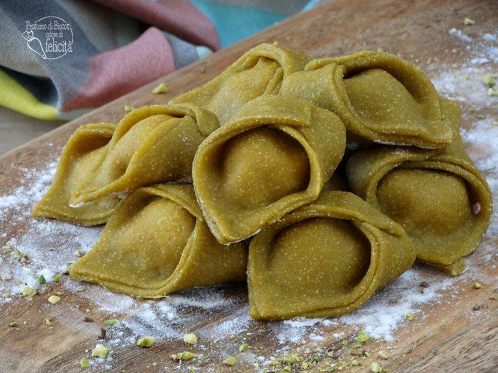 pasta all'uovo ripiena pistacchio e speck