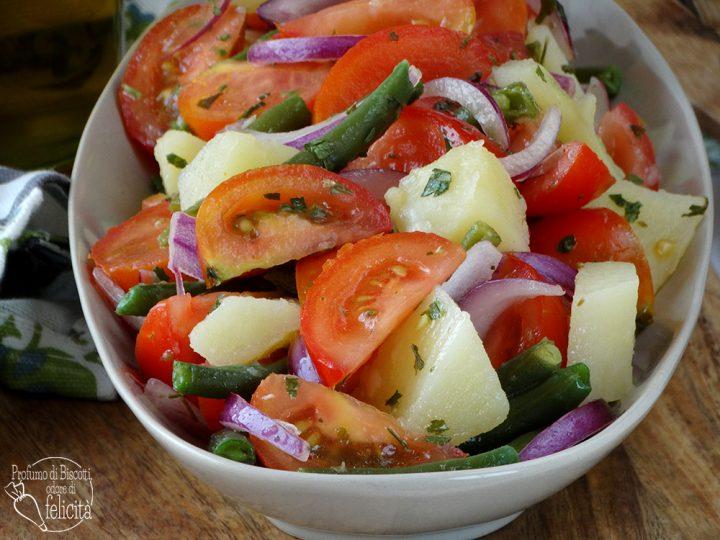 insalata estiva con pomodori insalatona per l'estate