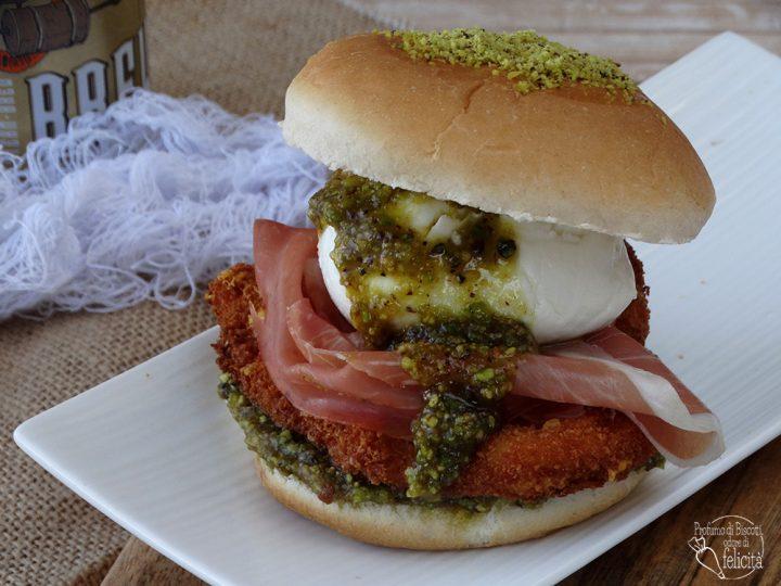 burger di pollo al pistacchio con mozzarella burrata