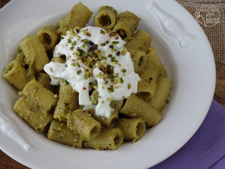 pasta pistacchio e stracciatella pronta in 10 minuti