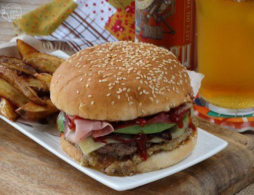 Hamburger di manzo con le noci