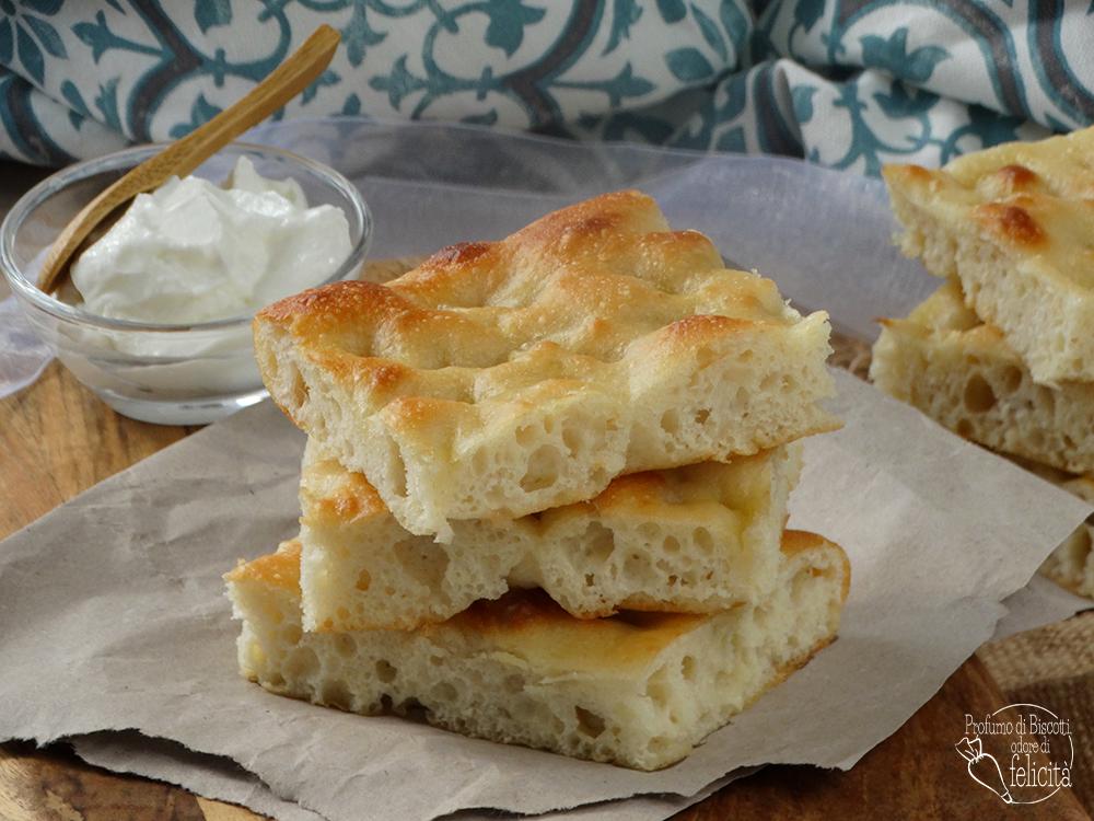 focaccia allo yogurt greco soffice e morbida