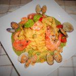 Tagliatelle gamberetti, zucchine e vongole