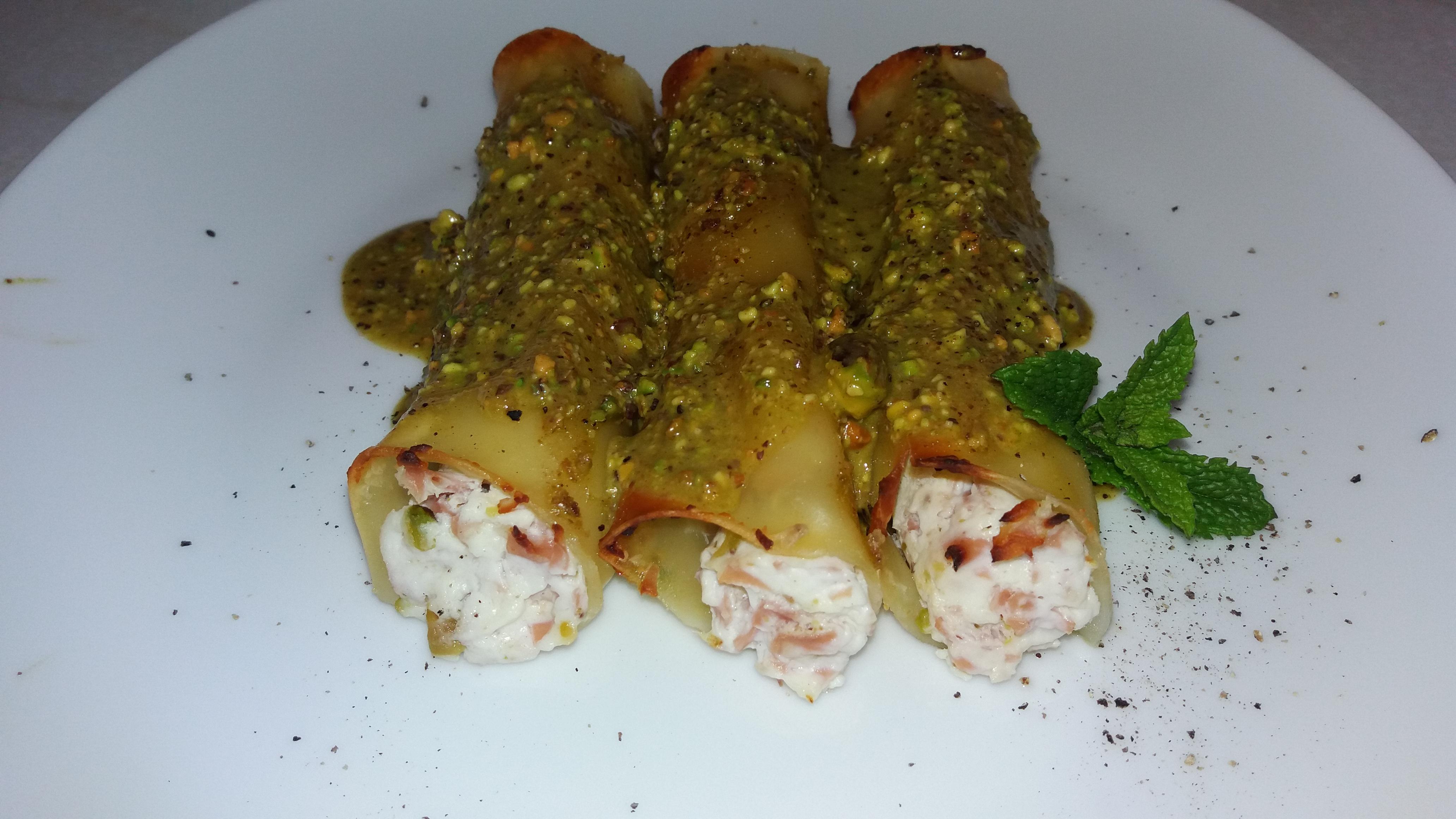 Cannelloni alla Mortadella in salsa di Pistacchio