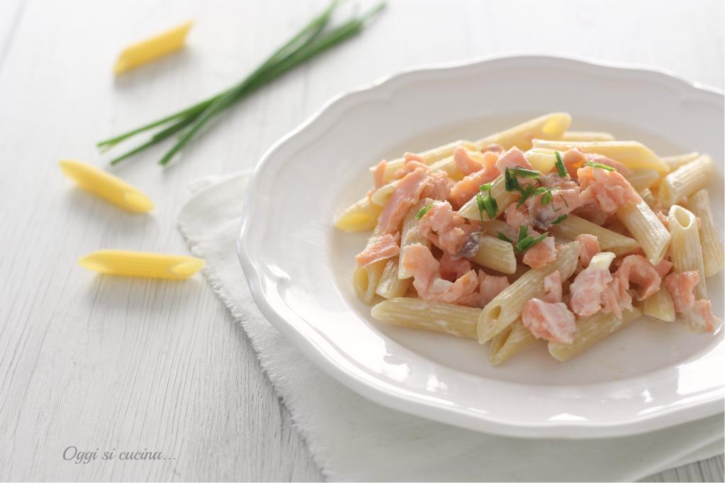 Penne con salmone affumicato e panna ricetta primo piatto veloce - Differenza panna da cucina e panna fresca ...
