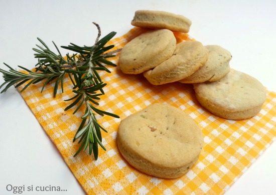 Biscotti gorgonzola e rosmarino