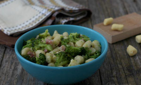 Gnocchi di ricotta con broccoli e pancetta