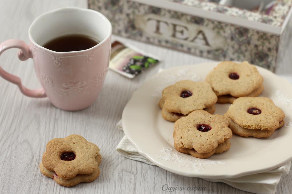 Biscotti con farina d'avena e confettura