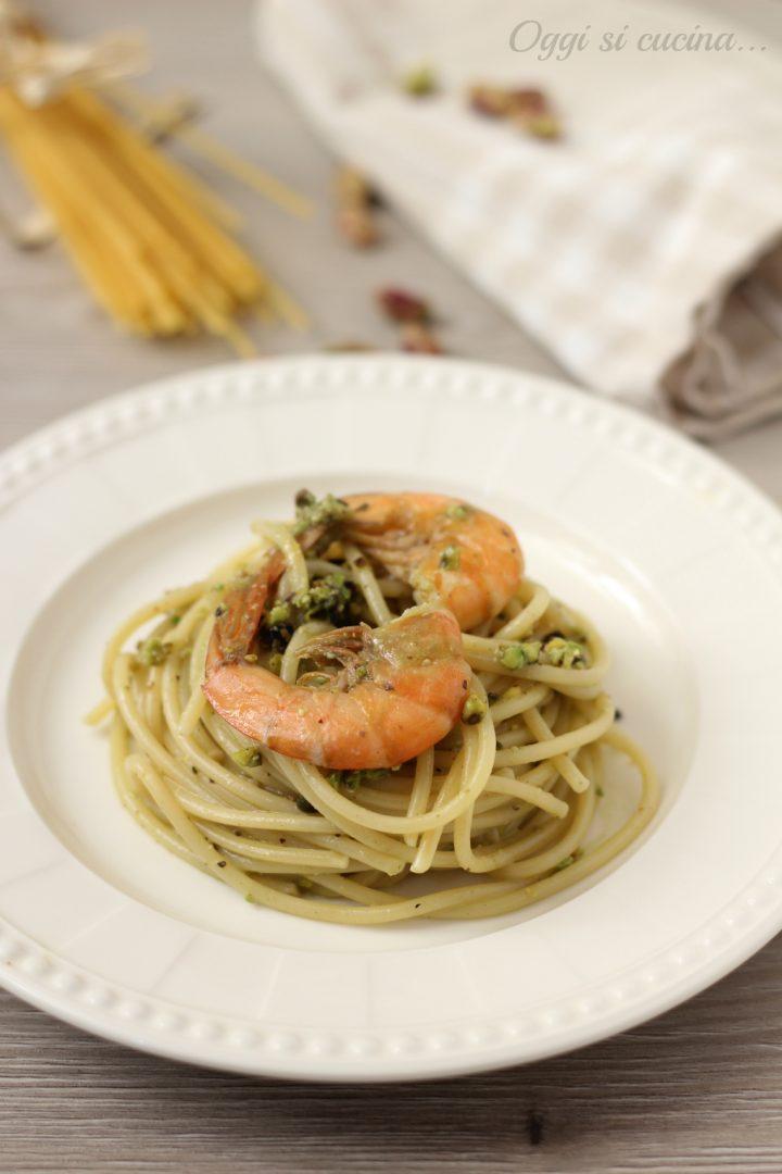 spaghetti gamberi e pesto di pistacchi