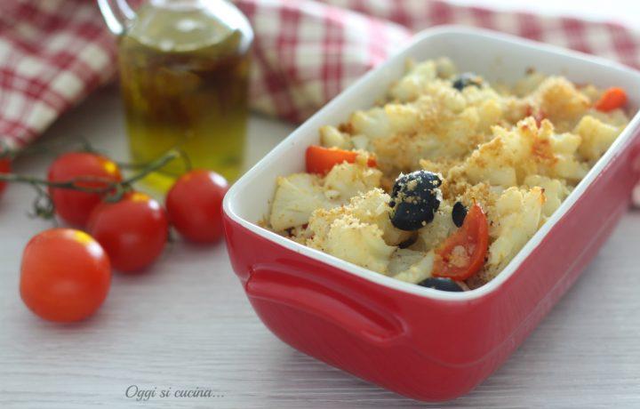 Cavolfiore gratinato con pomodorini e olive