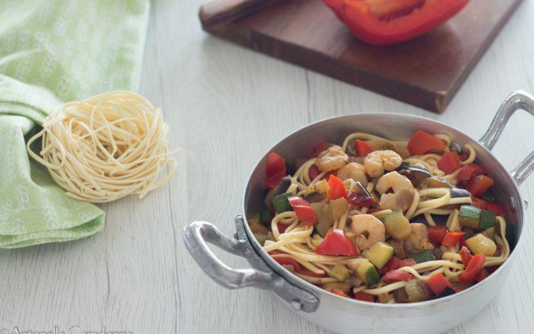 Noodles verdure e gamberetti