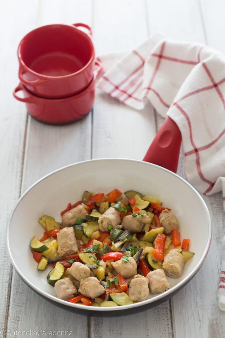 bocconcini di salsiccia con zucchine e peperoni