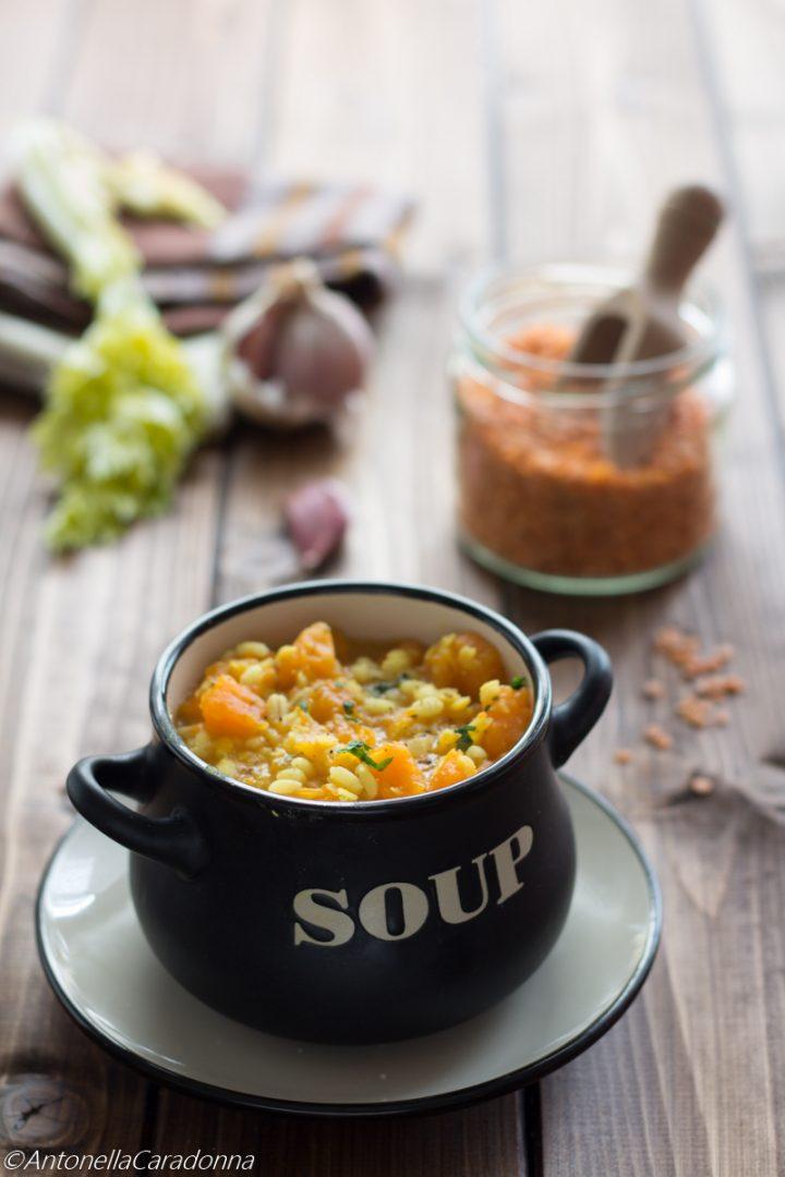zuppa di orzo lenticchie rosse e zucca