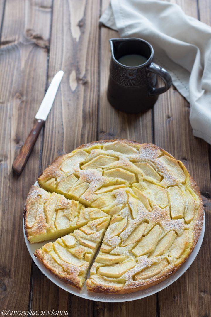 crostata morbida di crema pasticcera e mele