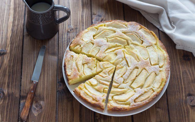 Crostata morbida con crema pasticcera e mele