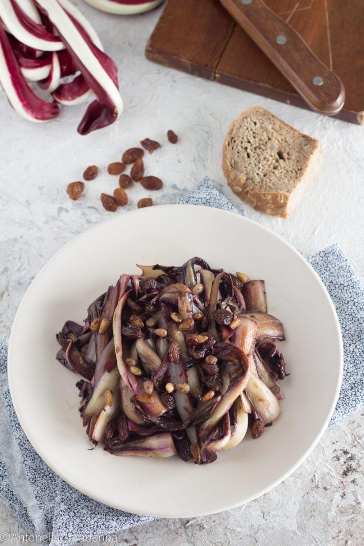 radicchio con pinoli uvetta e aceto balsamico