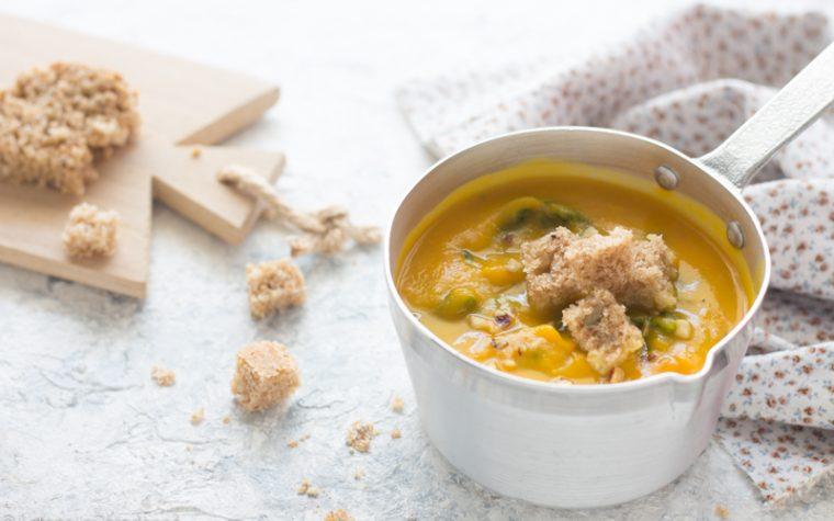 Crema di zucca con spinaci e nocciole