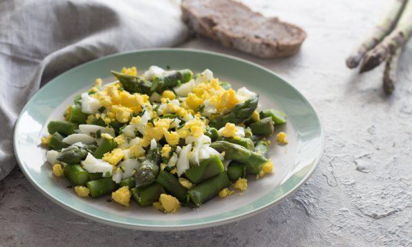 insalata di uova e asparagi