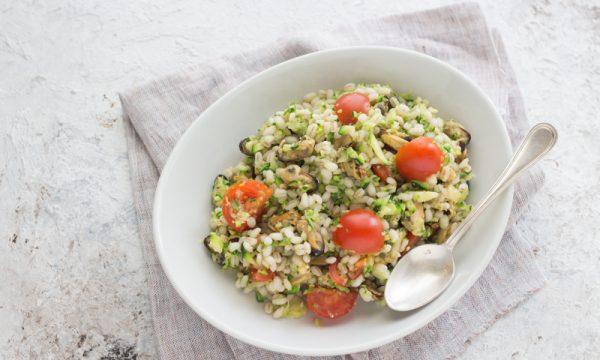 insalata di orzo con cozze e zucchine