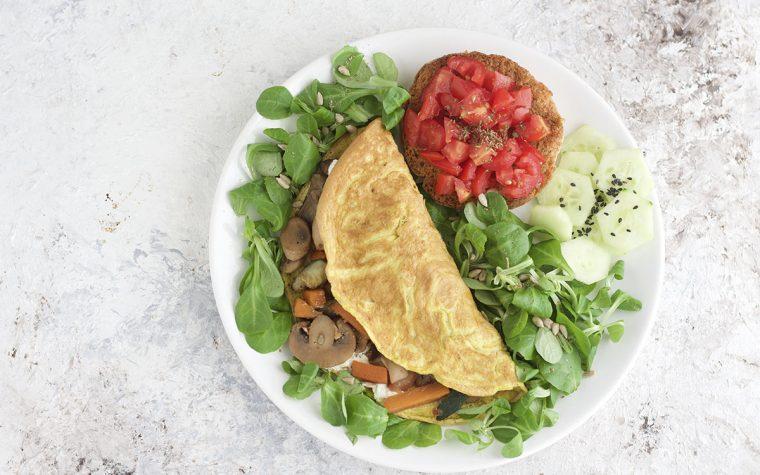 Omelette con verdure in padella