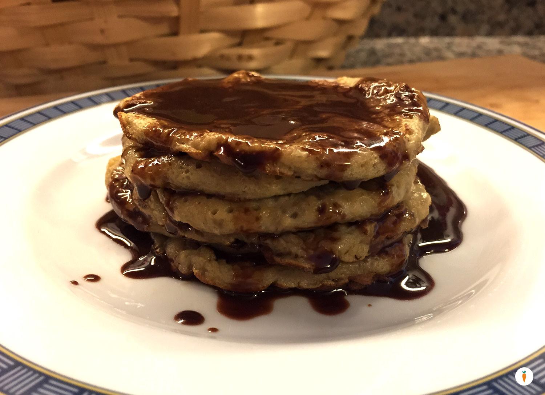 Pancake alla banana con cioccolato fuso