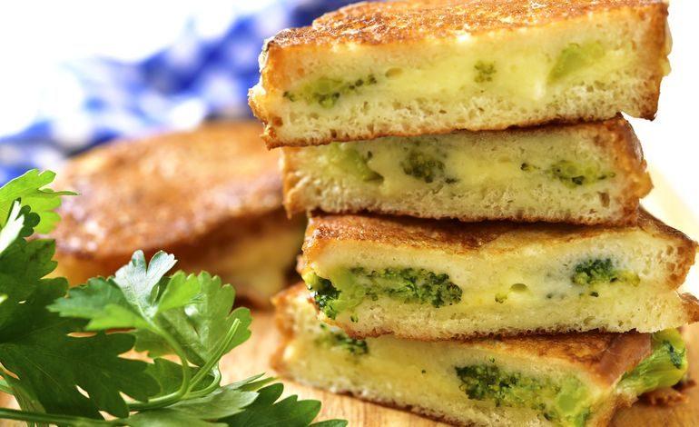 La focaccia di patate ripiena di broccoli e fontina