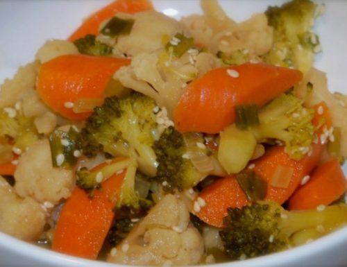 Insalata con cavolfiore, broccoli e carote