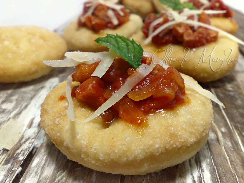 Pizzette fritte all'amatriciana