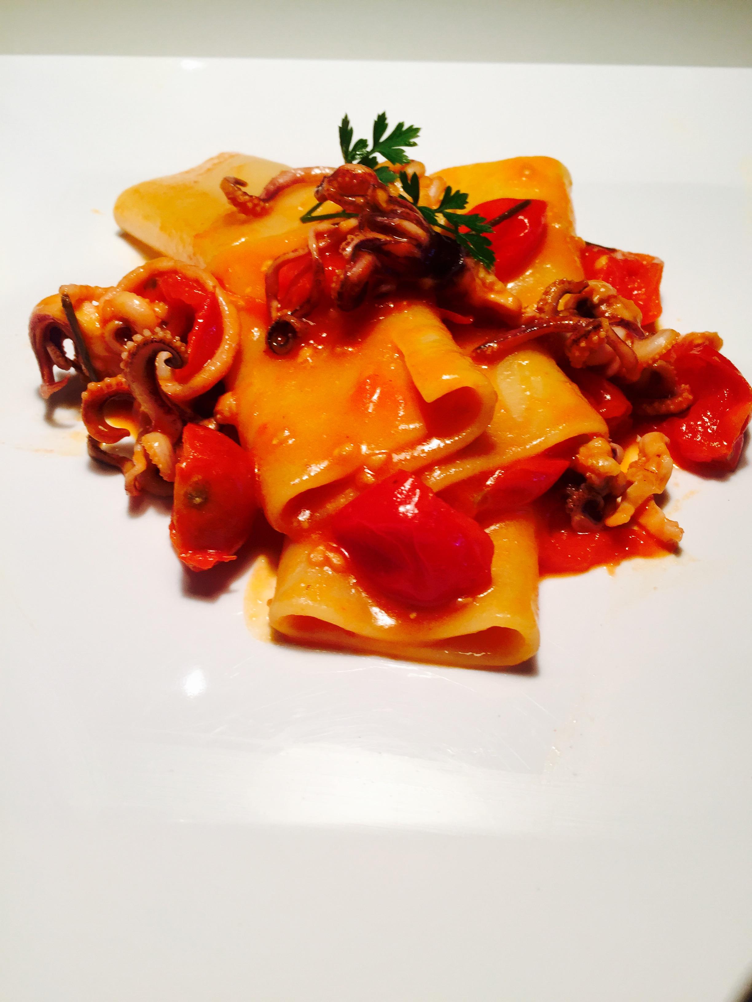 Paccheri piccantini al sugo di moscardini ricette veloci for Cucinare moscardini