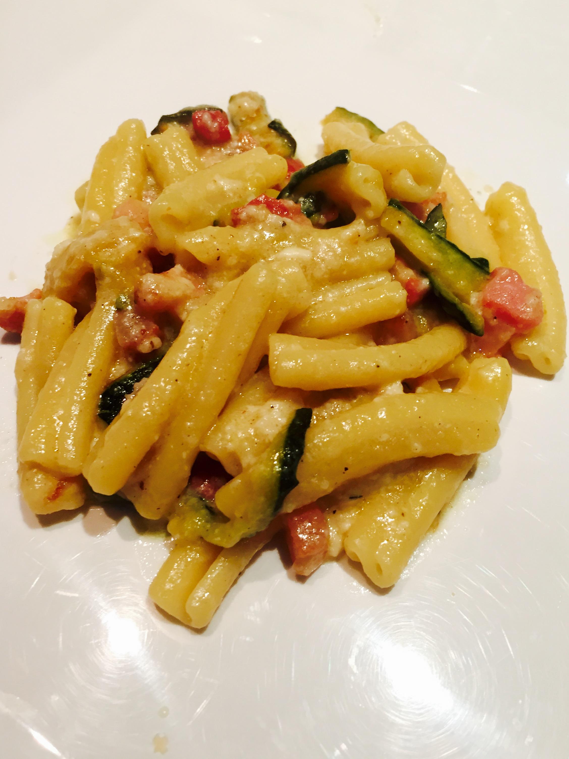 Ricetta di pasta con brie e zucchine