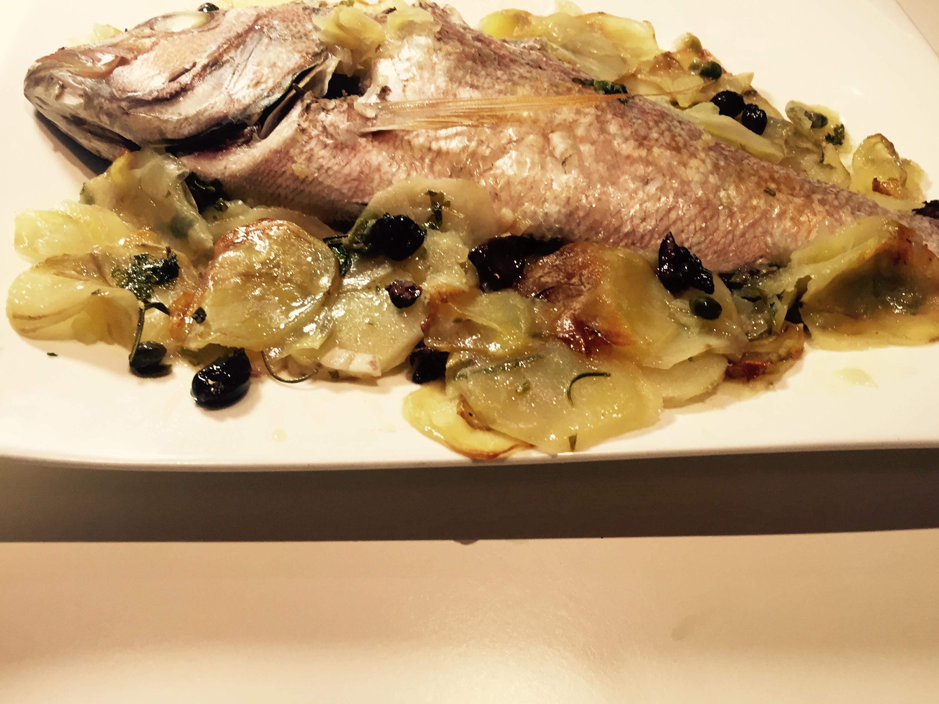 Dentice al forno con patate olive e capperi ricette for Cucinare dentice
