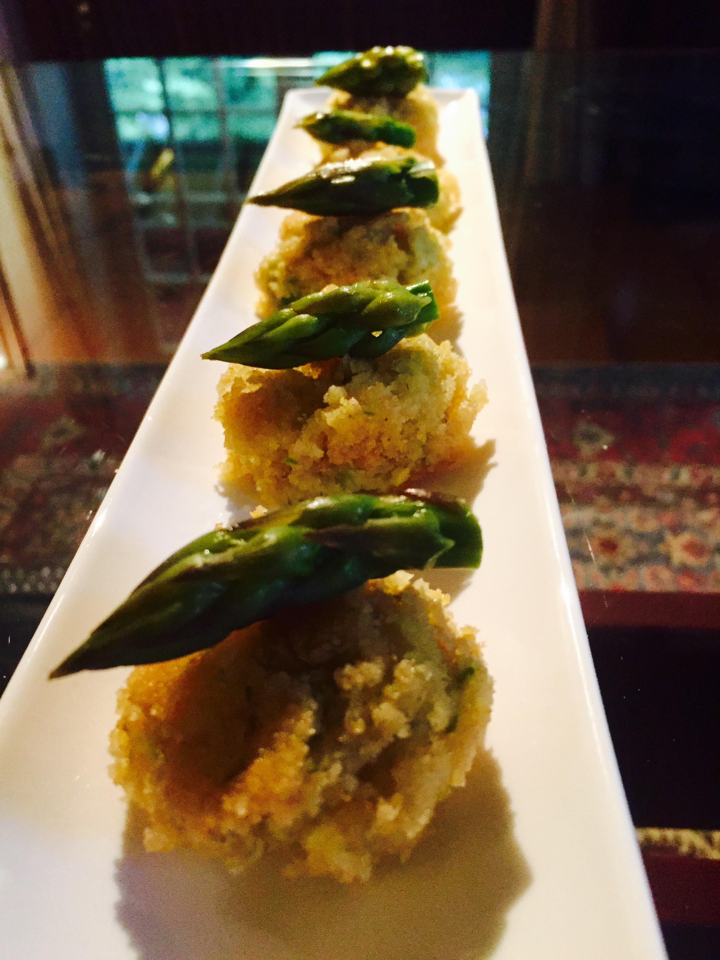 Crocchette di polenta con asparagi e gorgonzola