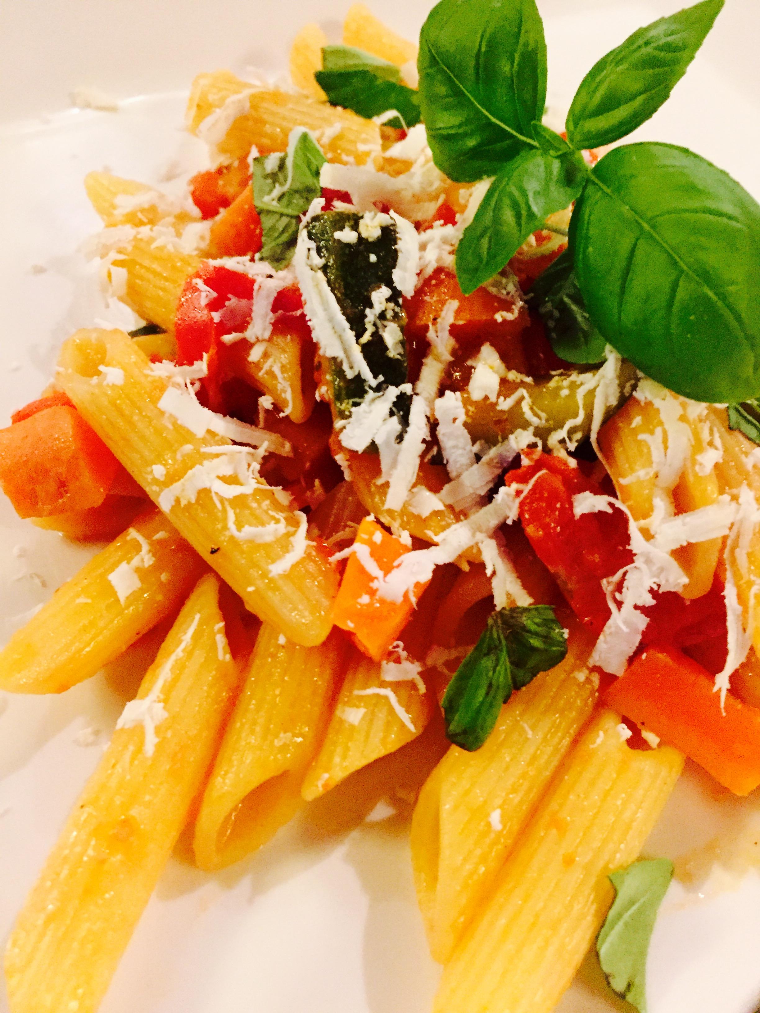 Penne al ragu' di verdure  e ricotta salata
